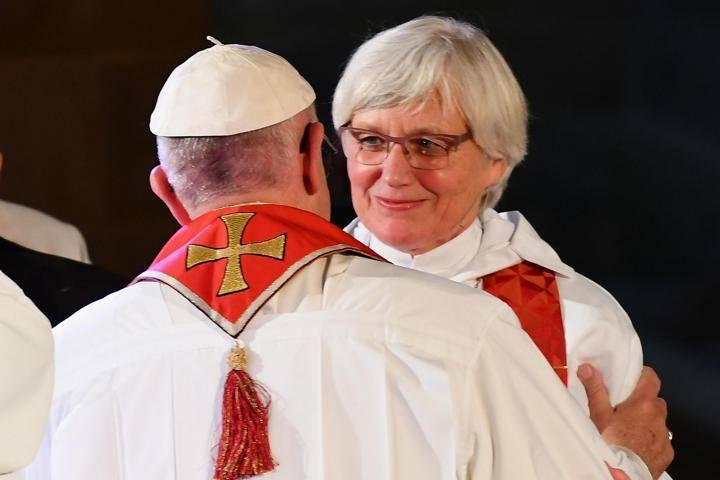 Risultati immagini per vescova lesbica luterana