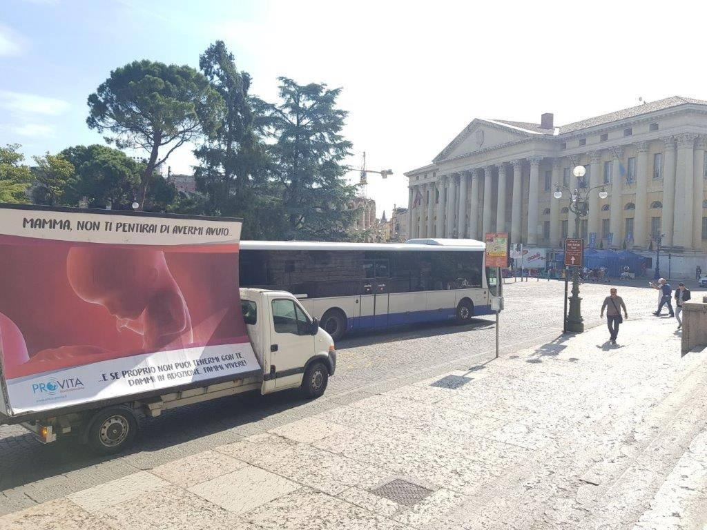 Camion vela anti aborto in 100 province italiane for Numero parlamentari italia